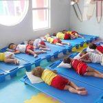 Contrata Auxiliar de creche. Ensino Médio Completo – Salário R$ 1.478,00.